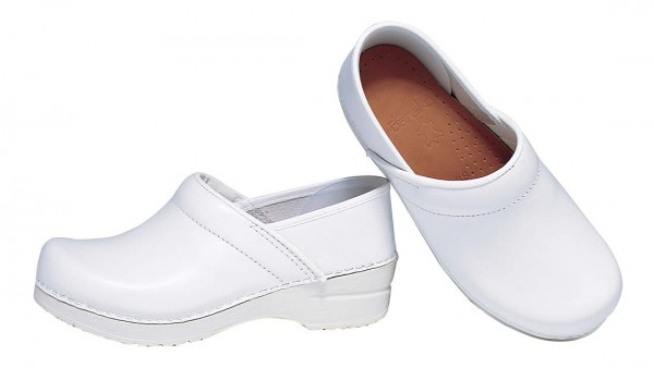 white dansko danskos nursing shoes